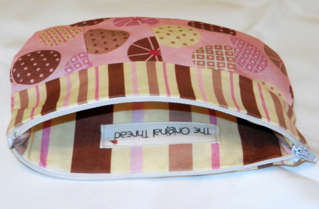 Inside Cupcake pleated pouch with logo
