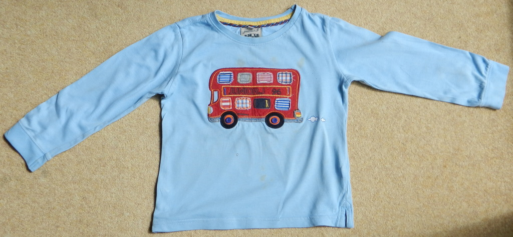 upcycling children s t shirt into a cushion theoriginalthread. Black Bedroom Furniture Sets. Home Design Ideas