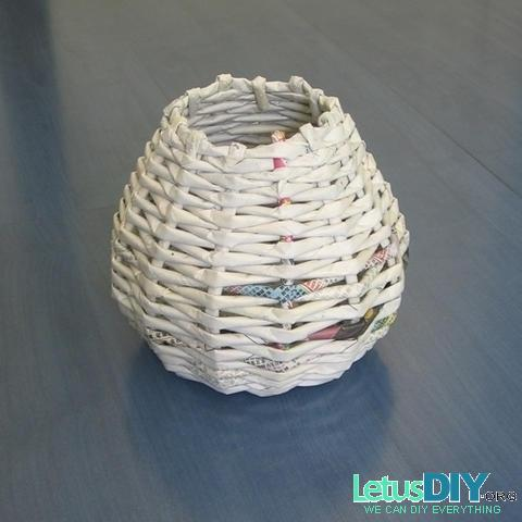 DIY Recycled Newspaper Mini Basket